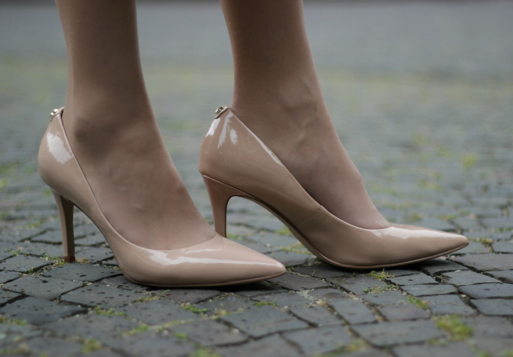Guess Pumps in Nude