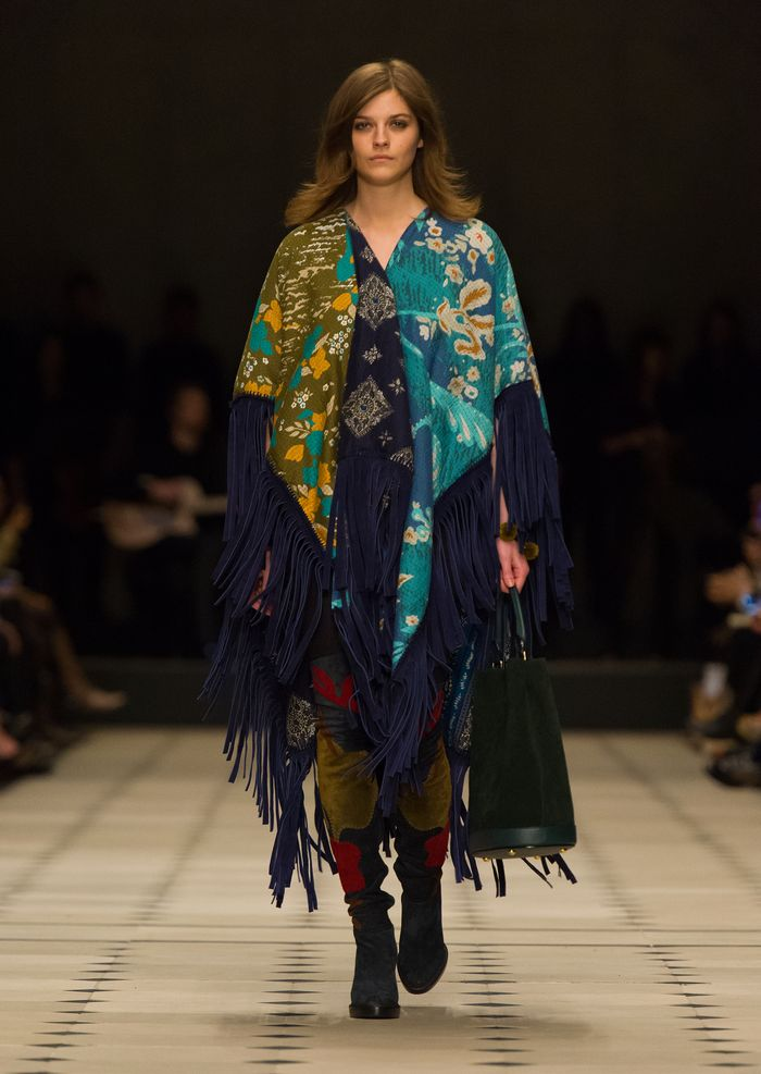 Burberry Womenswear Autumn_Winter 2015 Collection - Look 1