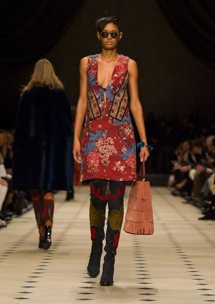 Burberry Womenswear Autumn_Winter 2015 Collection - Look 5