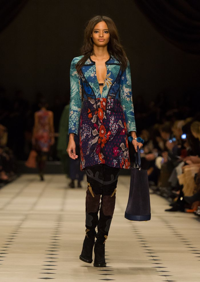 Burberry Womenswear Autumn_Winter 2015 Collection - Look 7