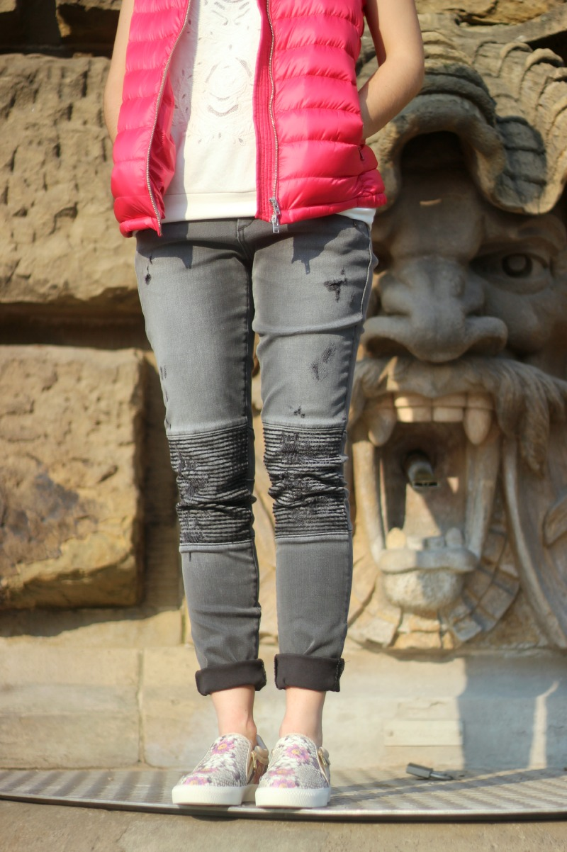 Detail 1_Closed Weste Pullover_True Religion Jeans_Ash Sneaker