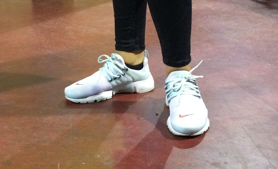 Streetstyle: Weiße Sneaker