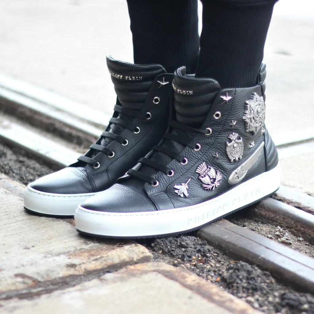 SneakerBlack