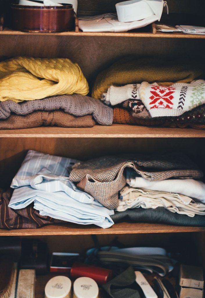 Kleiderschrank aufräumen ausmisten