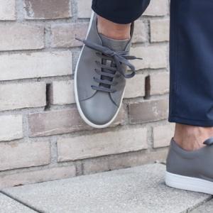 Sneakers im Büro: erlaubt oder ein Tabu?
