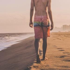 Badehosen-Trends: fit für einen heißen Sommer