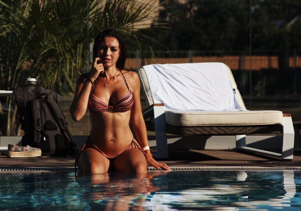 Bikini Sanduhrfigur