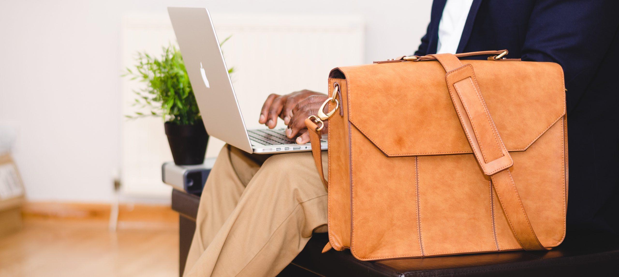 Ohne geht's nicht: Das gehört in deine Businesstasche
