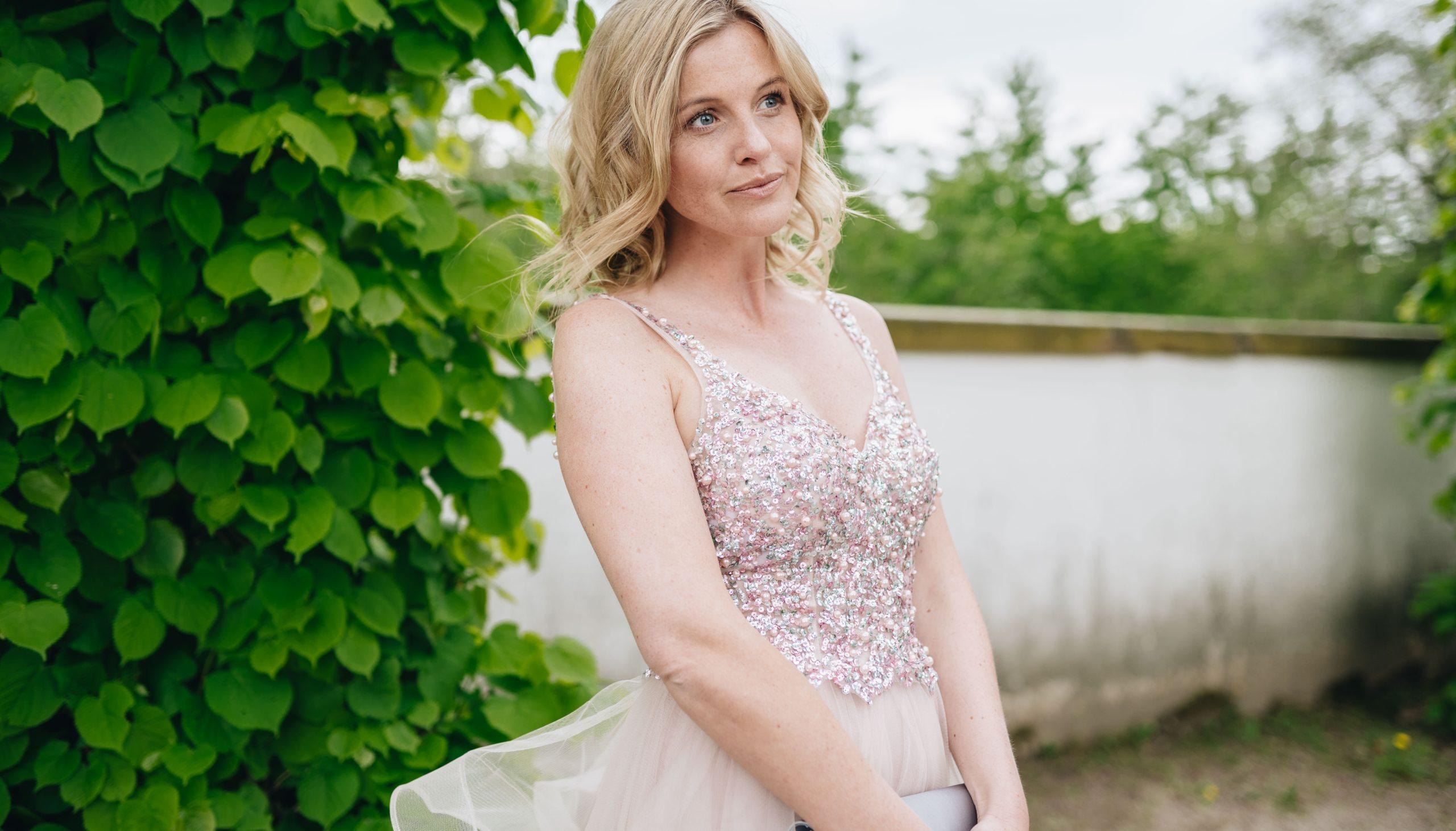 Hochzeits-Gastauftritt: Elegante Outfits für jede Figur!