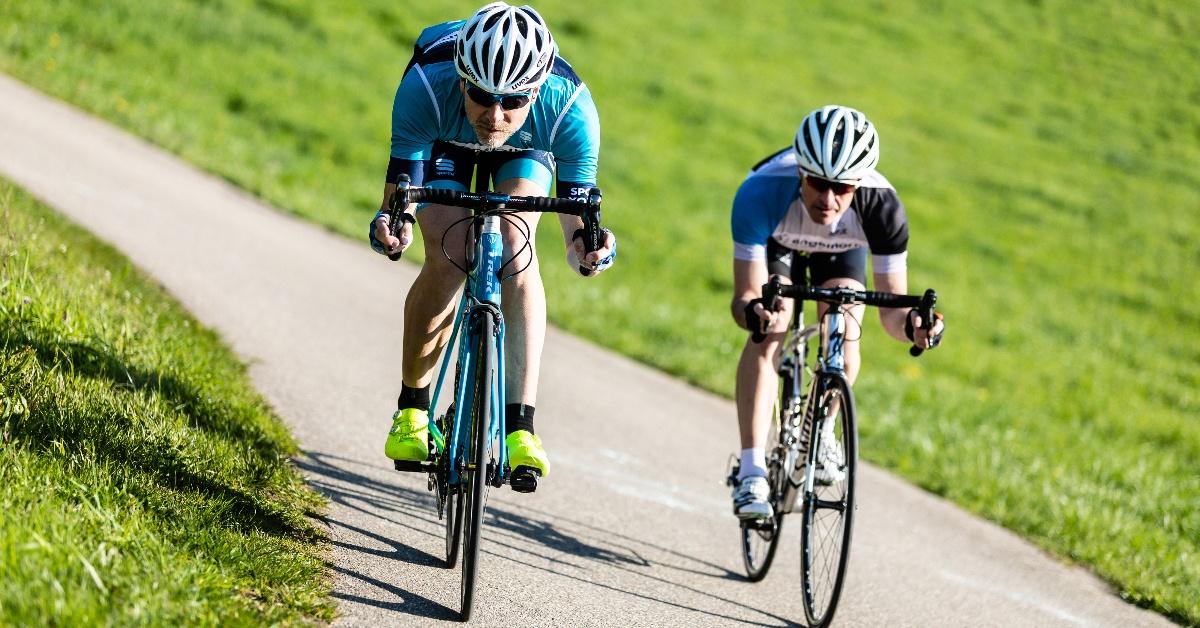 Schmerzen beim Fahrradfahren? Vielleicht ist euer Lenker zu tief!
