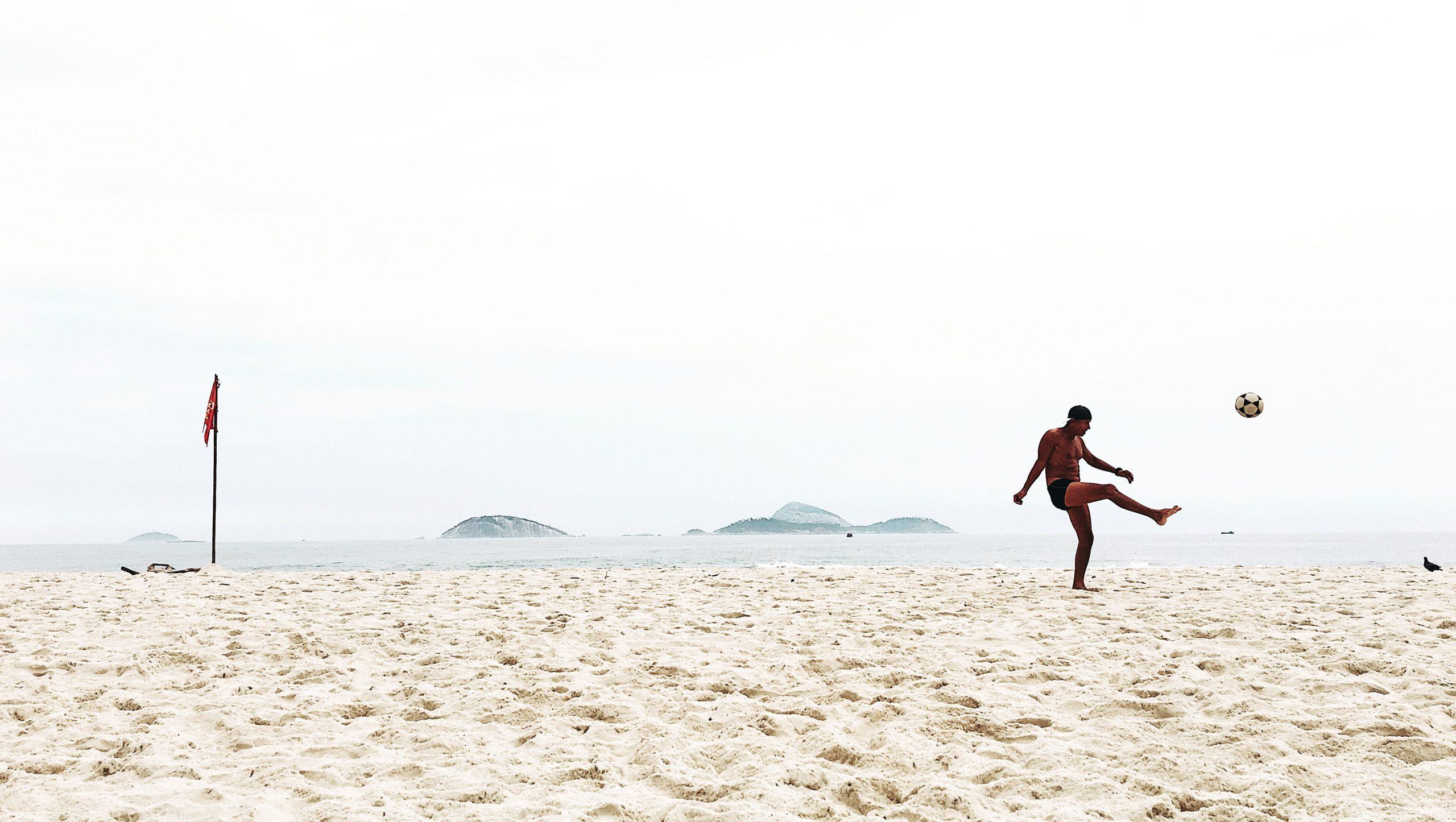 5 Übungen, mit denen du auch am Strand dein Spiel verbessern kannst
