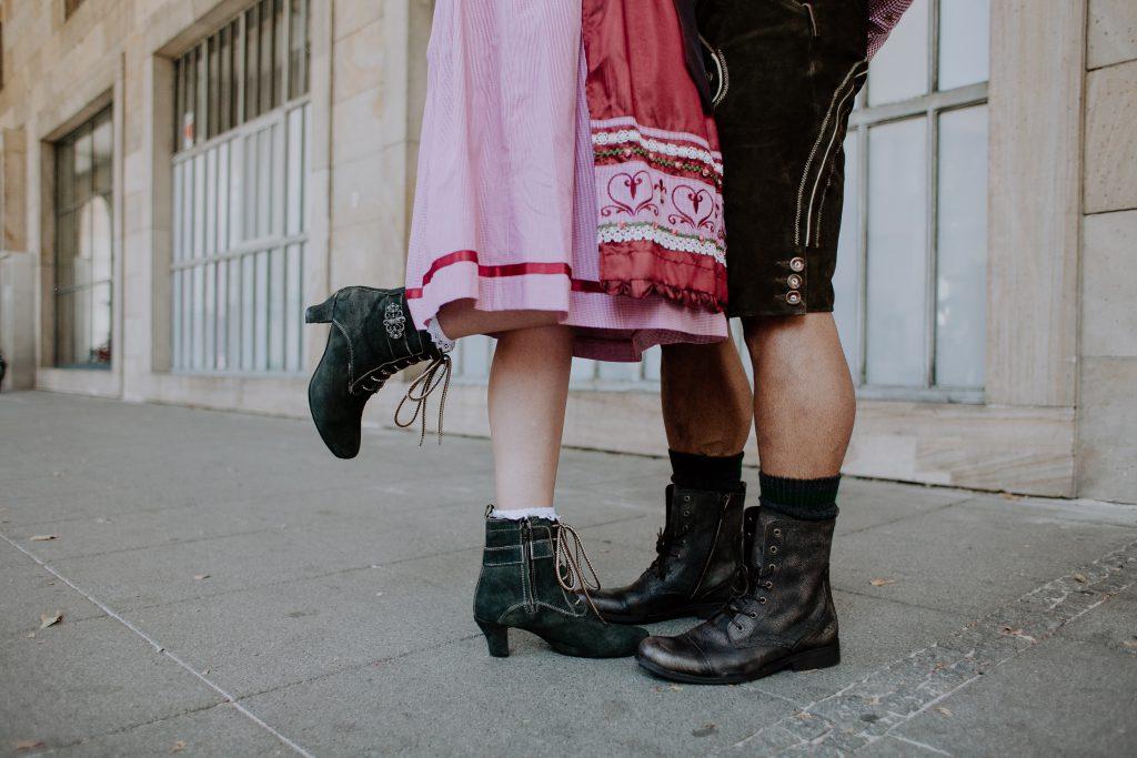Dirndl Fashion Richtigen Zur Tracht Knigge Die Up Schuhe CshQtrd