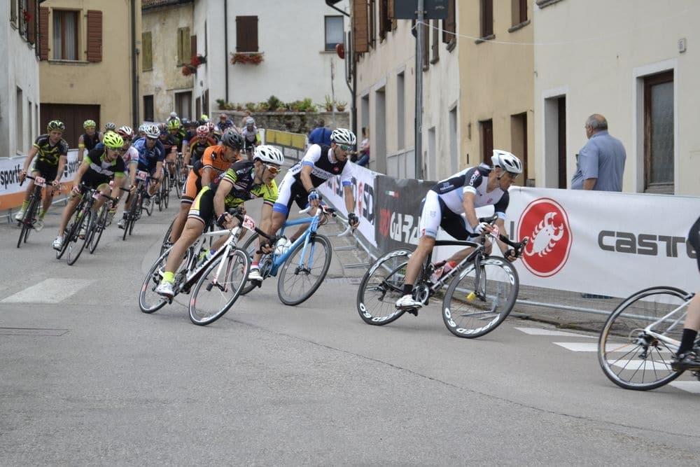 1000 Euro Spendensumme beim Castelli 24h Rennen in Italien