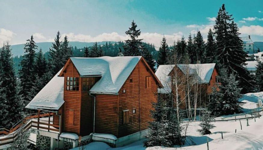 Kuschelige Hütten für die Feiertage: Zauberhafte Locations & cozy Looks
