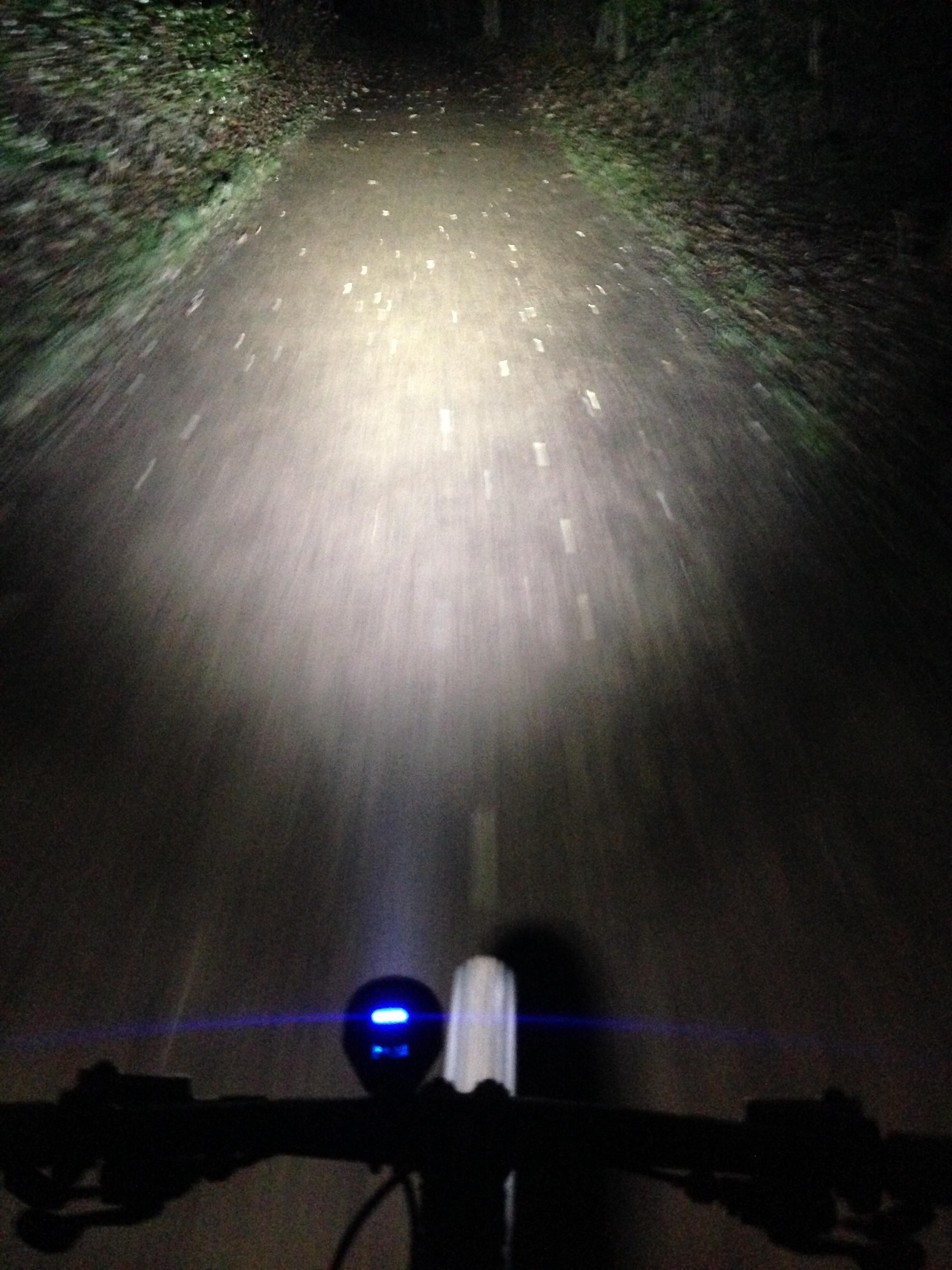 Biken bei Nacht - auch im Dunkeln spannende Trails befahren!