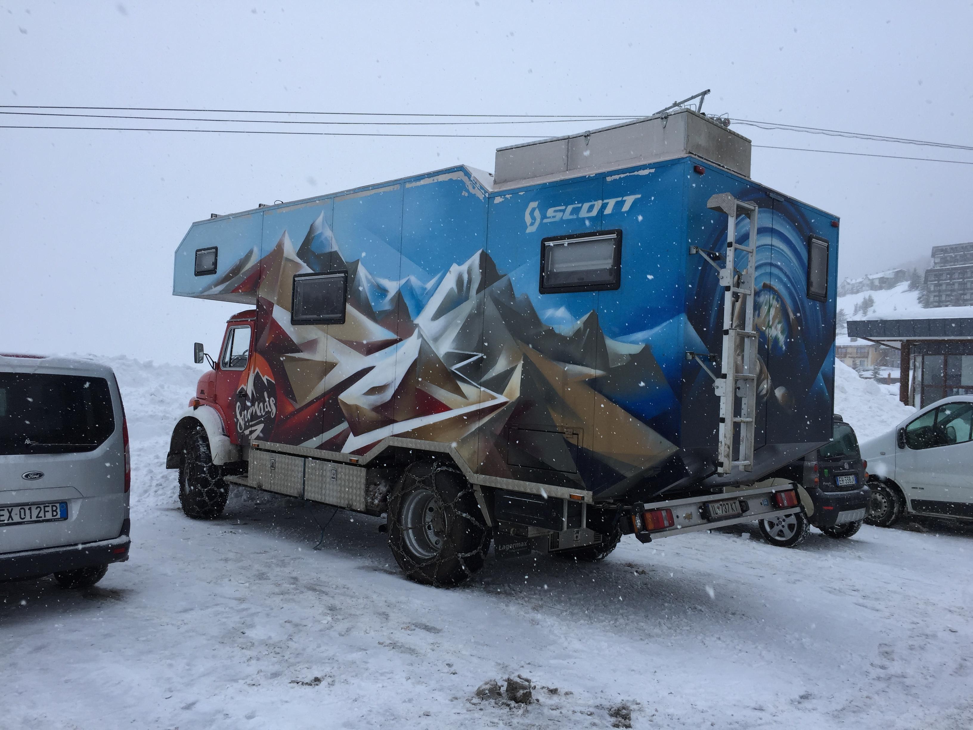 Felix Wiemers: Mit dem Snowmads Truck durch die Alpen