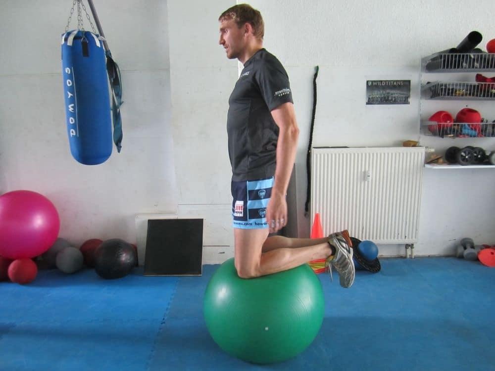 Gymnastikball-Übungen für starke Oberschenkel
