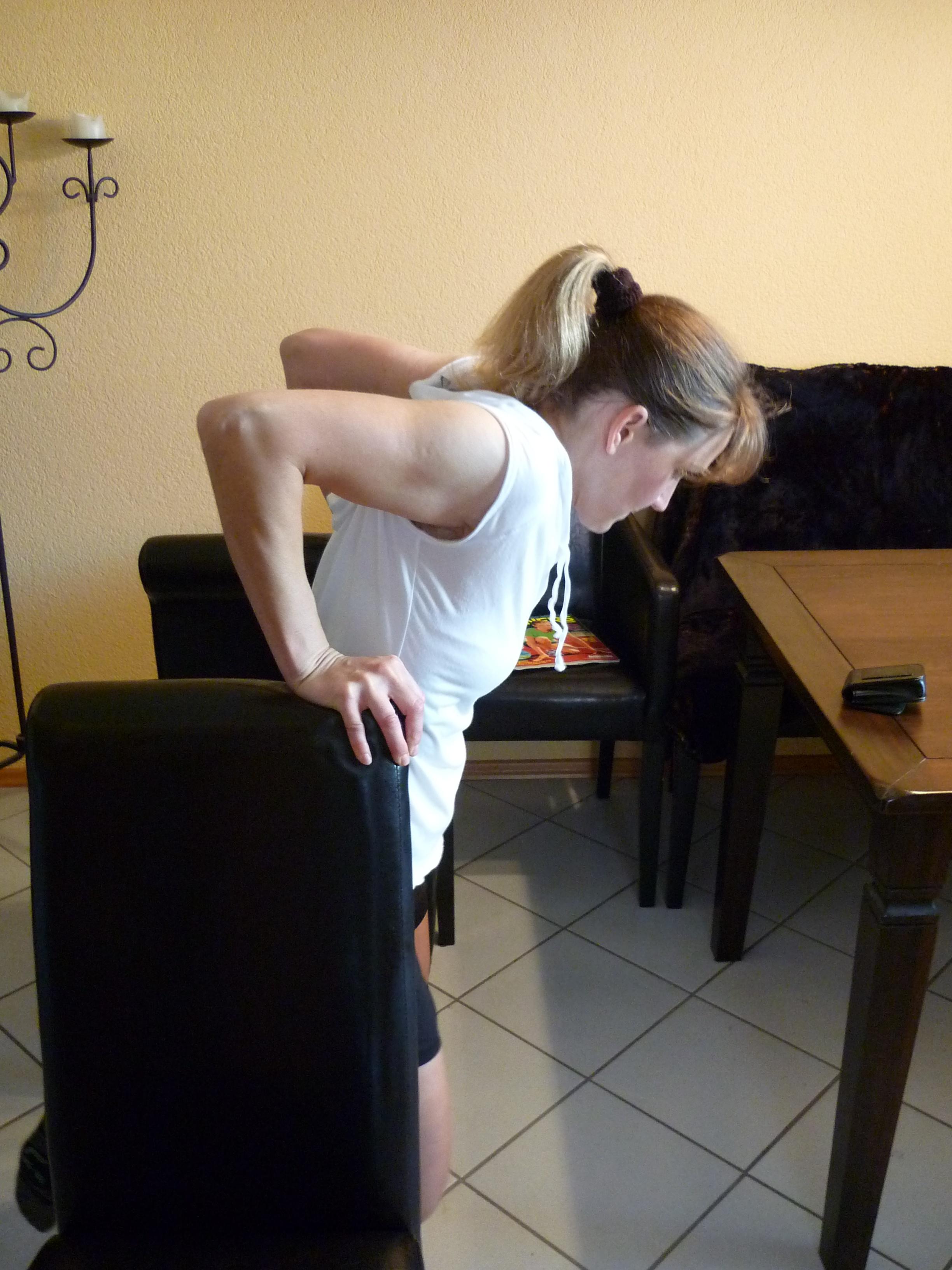 Krafttraining für Läufer: Dips zwischen zwei Stühlen