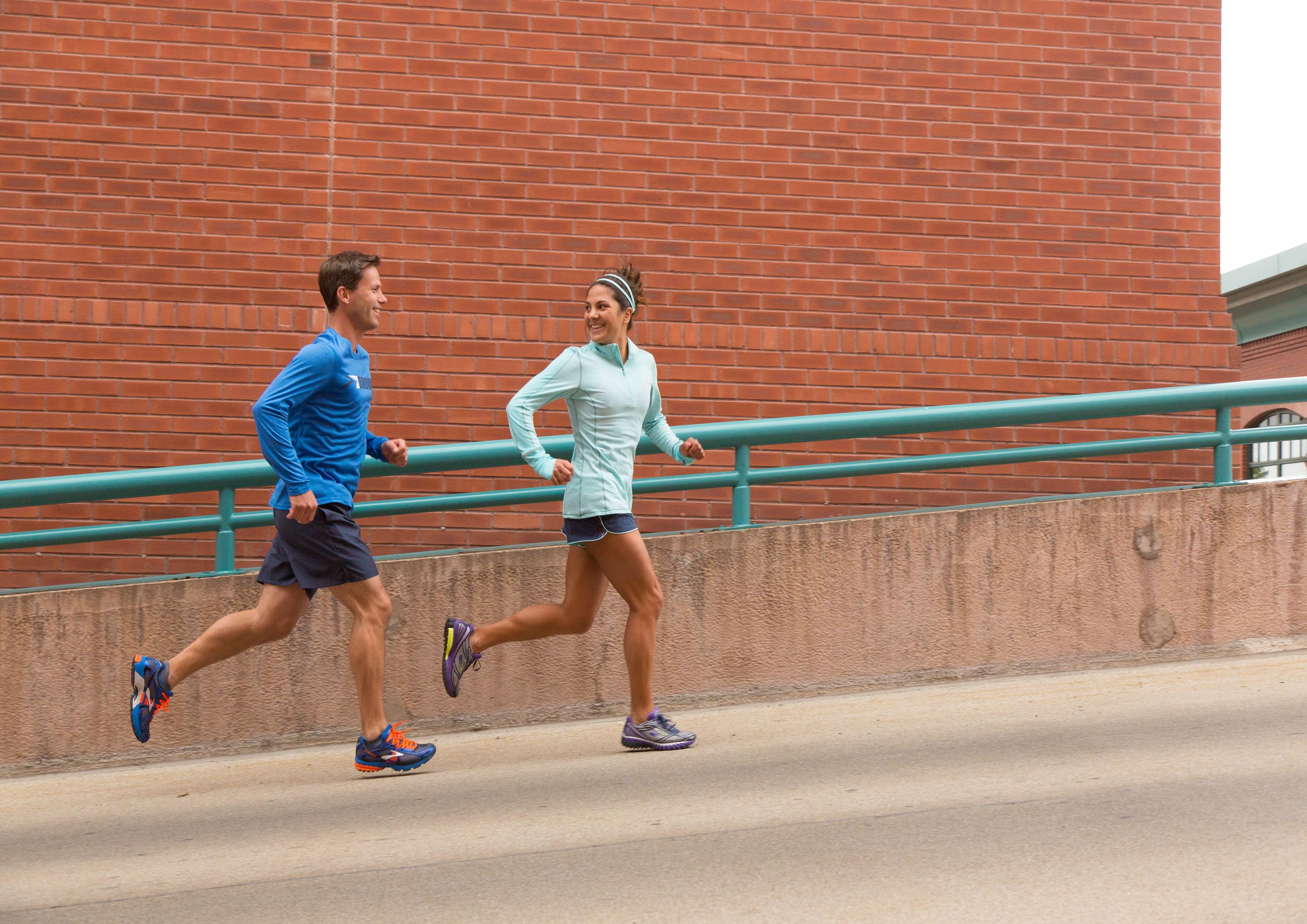 Marathontipps von Brooks: Rund um den Marathon-Tag – Packen, laufen, trinken inkl. Checkliste