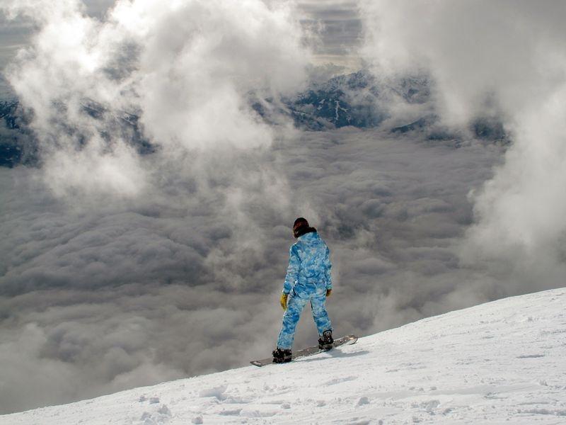 So Geht's: wie man mit dem Snowboard aus einem Lift steigt