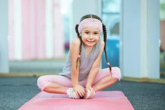 Mädchen, rosa hose, graues Top, Sport