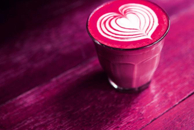 Pink Latte, Kaffee, Getränk, Rote Bete, Milch, Pflanzenmilch, Food Trends