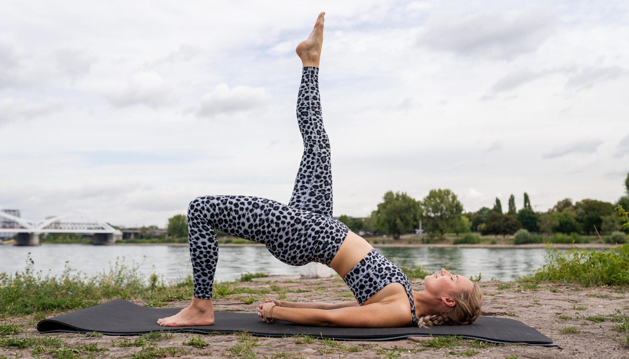 Unsere Yoga-Lehrerin Kristin zeigt euch ihre Lieblings Yogaposen