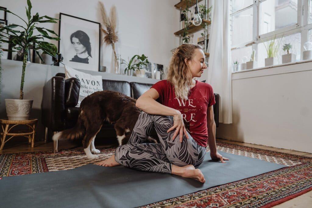 Ardha Matsyendrasana, Yoga, Kristin, Verdauung, Übung; Home; Entspannung